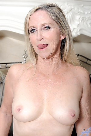 Moms Cum in Mouth Porn Pictures