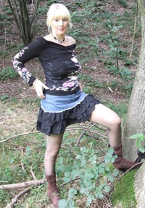 Moms Skirt Porn Pictures