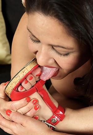 Moms Toe Sucking Porn Pictures